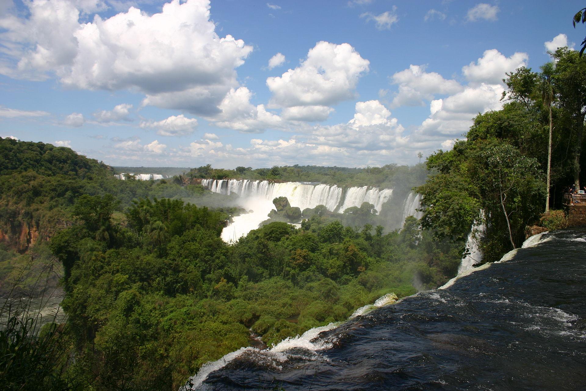Iguacu_Falls_Argentine_side