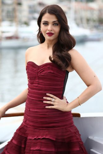 Aishwarya-Rai-2015-Cannes-Film-Festival-Jazbaa-Photocall-Red-Carpet-Fashion-Oscar-de-la-Renta-Tom-Lorenzo-Site-TLO-3