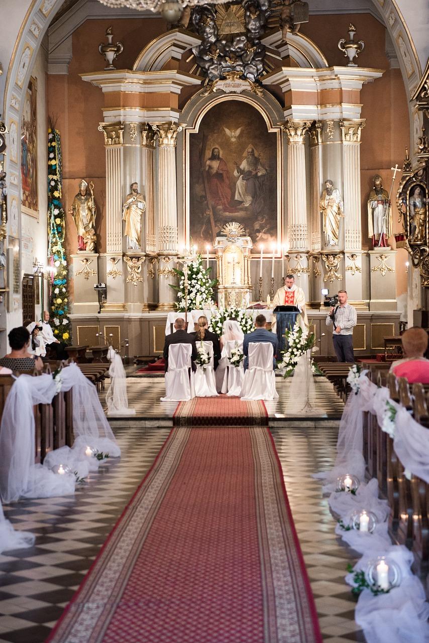 Church Wedding Rings Young Couple Oath Wedding World